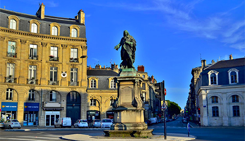place-tourny-statue-agence-ideveloppement